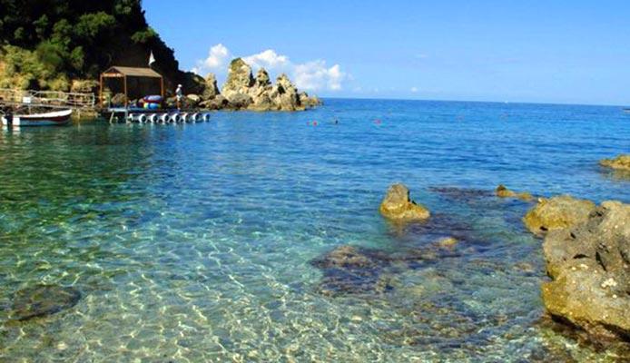 Ipsos-beach-Corfu-hotels-apartments-villa
